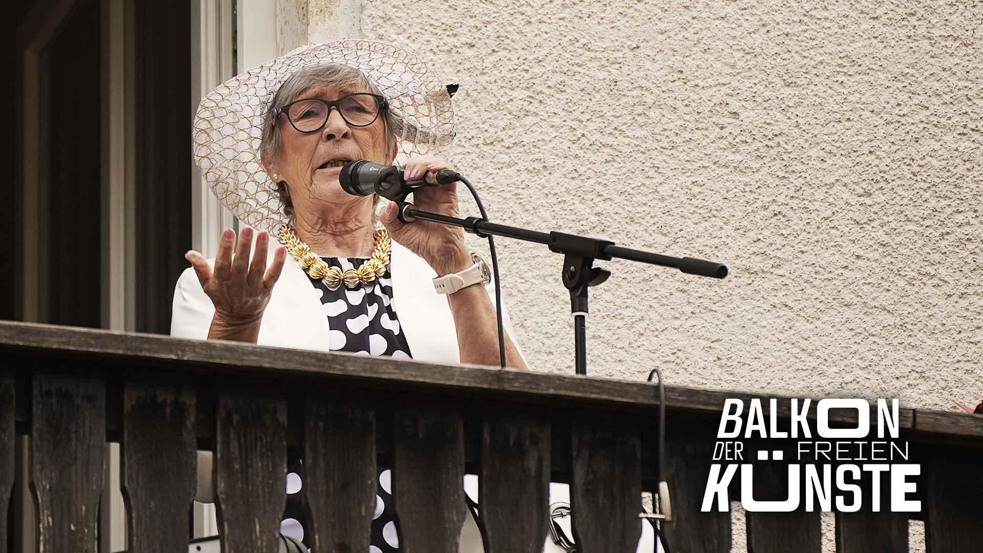 Comedy mit Ute Lehwald auf dem Balkon der freien Künste