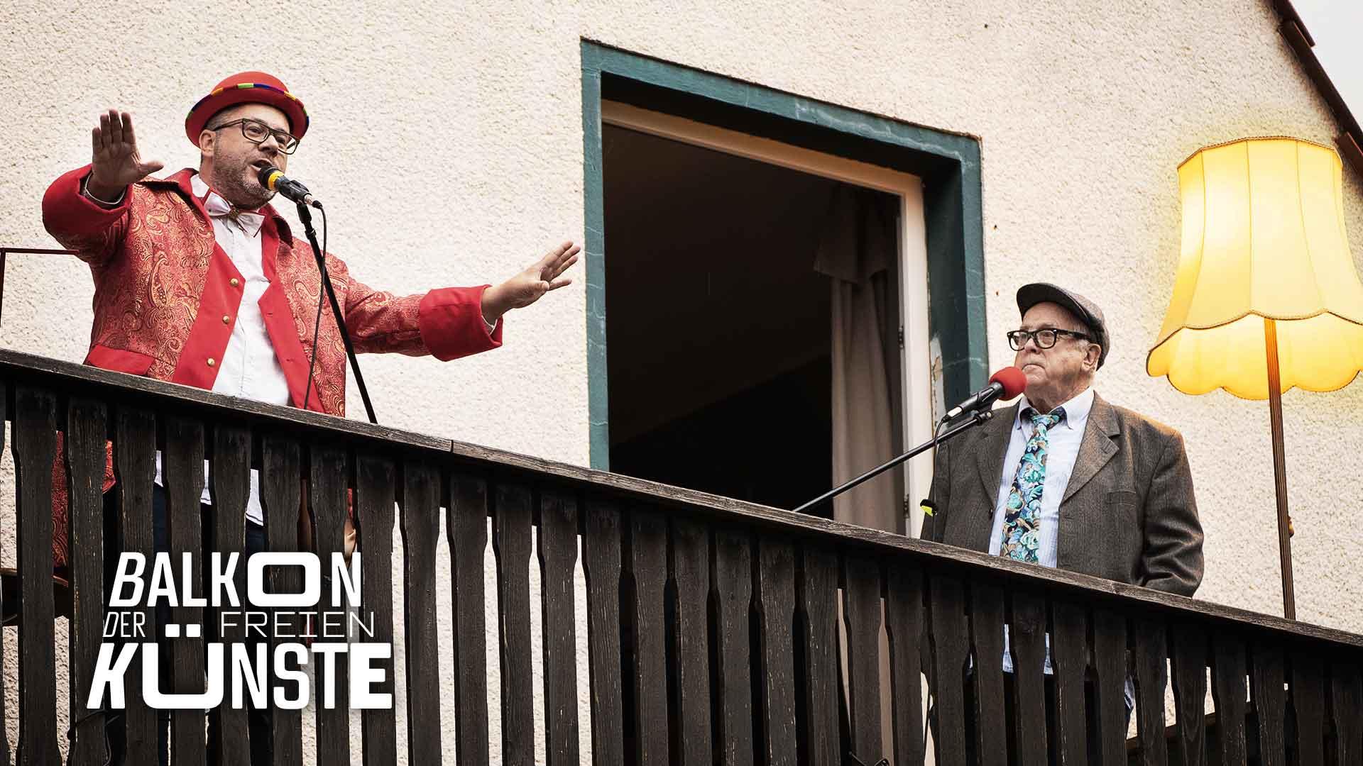 Die Kegelbrüder Marc und Dieter Lehwald auf dem Balkon der freien Künste
