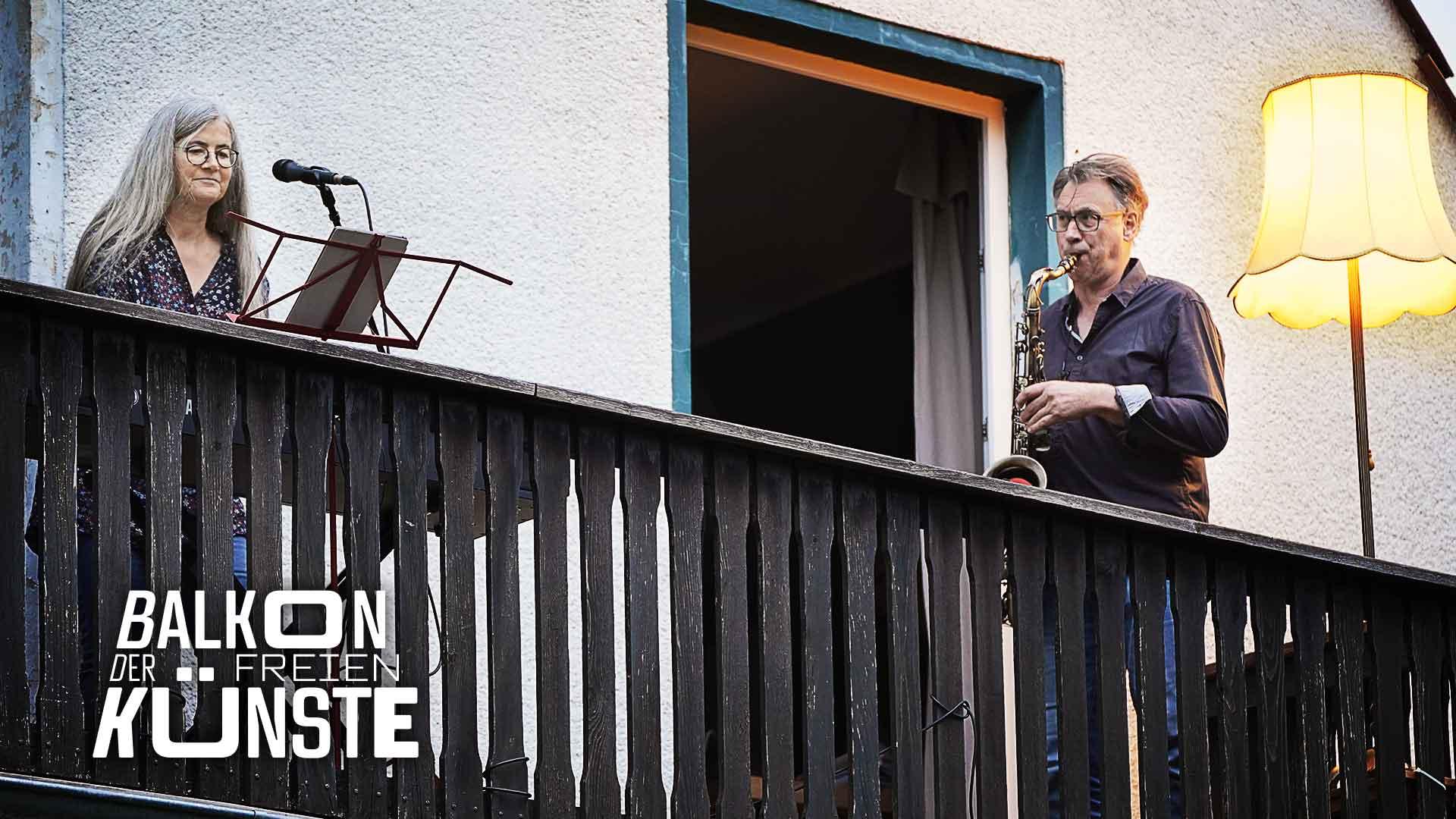 Duo Suo: Susanne Spitzmüller und Ortwin Eversmeyer auf dem Balkon der freien Künste