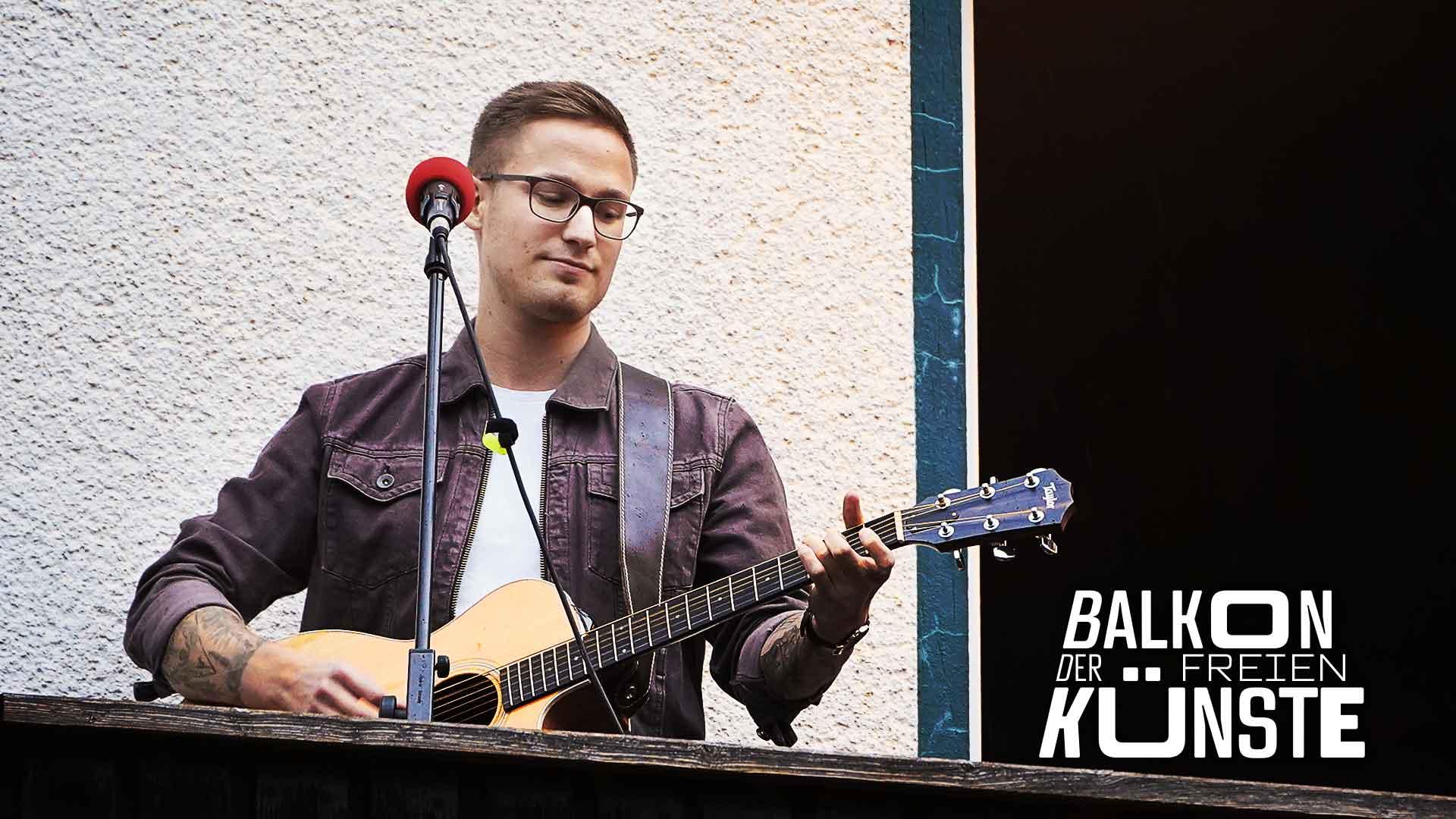 Oliver Rohlfing von 30 minutes als Solist auf dem Balkon der freien Künste