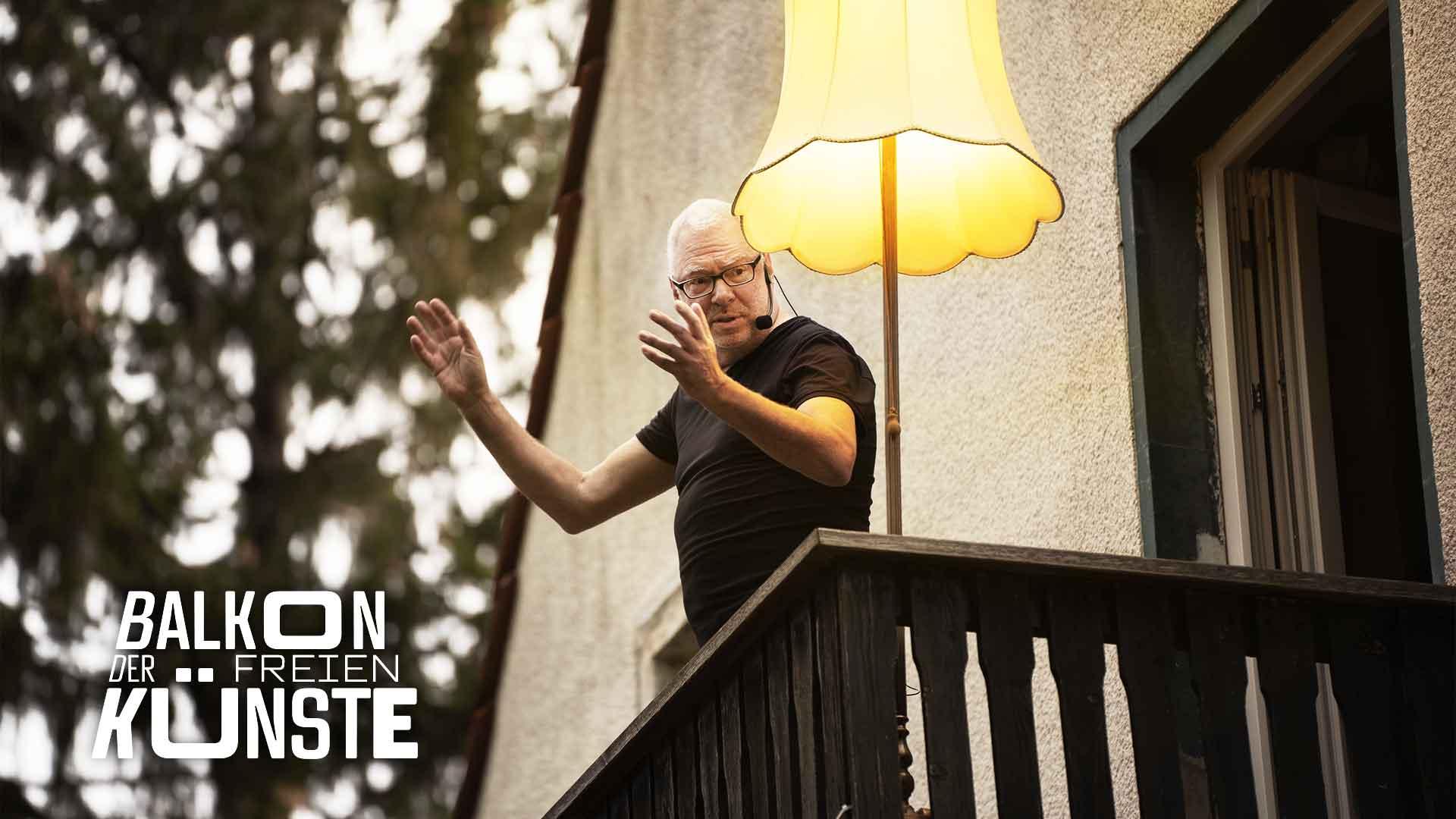 Moderator Edgar Wilkening auf dem Balkon der freien Künste