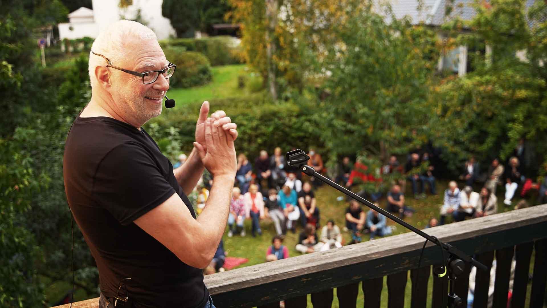 Moderator Edgar Wilkening beim Balkon der freien Künste 2020
